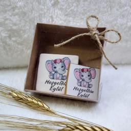 Kutu İçerisinde 5x5 Taş Magnet ve Madlen Çikolata  Bebek Şekeri Bebek Magnetleri