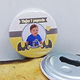 Sarı Gri Fil Konsept Doğum Günü Partisi Baskılı Resimli Metal Magnet Açacak 58 mm Doğum Günü Hediyesi