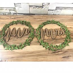 Doğal Ahşap Masa Arkası Fon Yaprak Süslü İkili İsimli